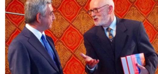Profesor Andrzej Pisowicz (po prawej) i z prezydentem Armenii Serżem Sarkisjanem (archiwum prof. Pisowicza)